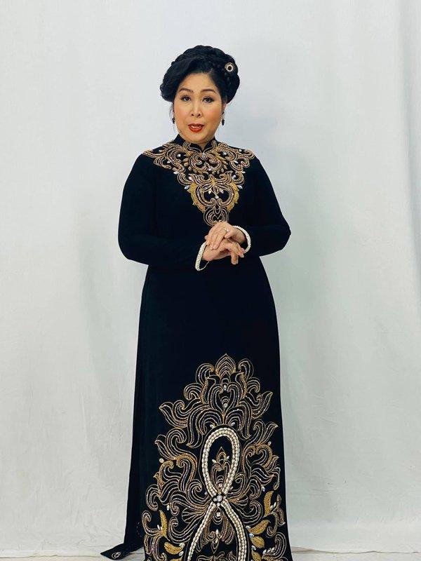 Học hỏi nghệ sĩ Hồng Vân gu thời trang giấu body thừa cân đỉnh nhất Vbiz-3