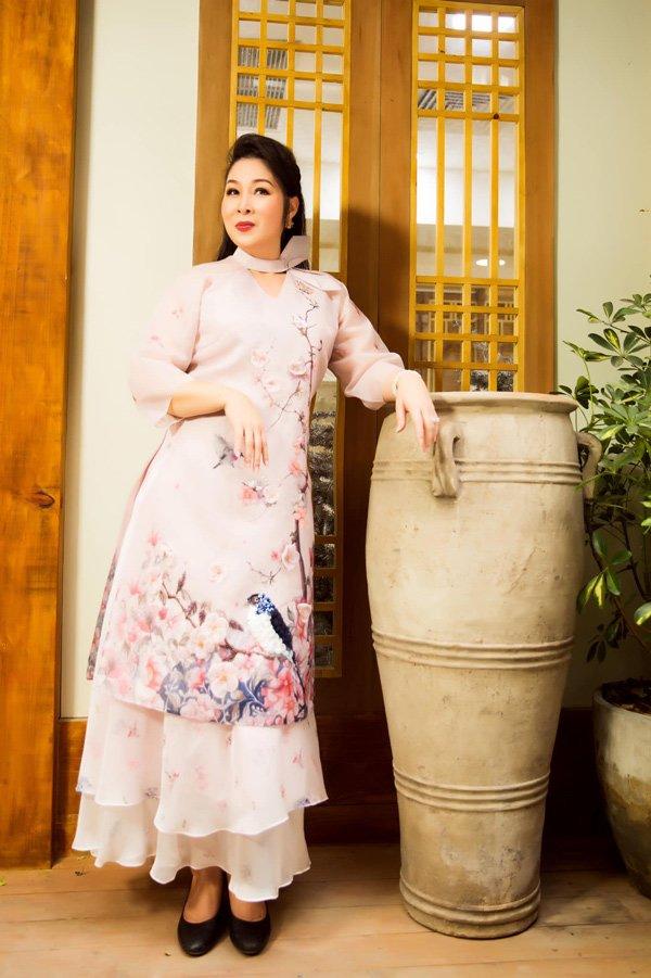 Học hỏi nghệ sĩ Hồng Vân gu thời trang giấu body thừa cân đỉnh nhất Vbiz-5