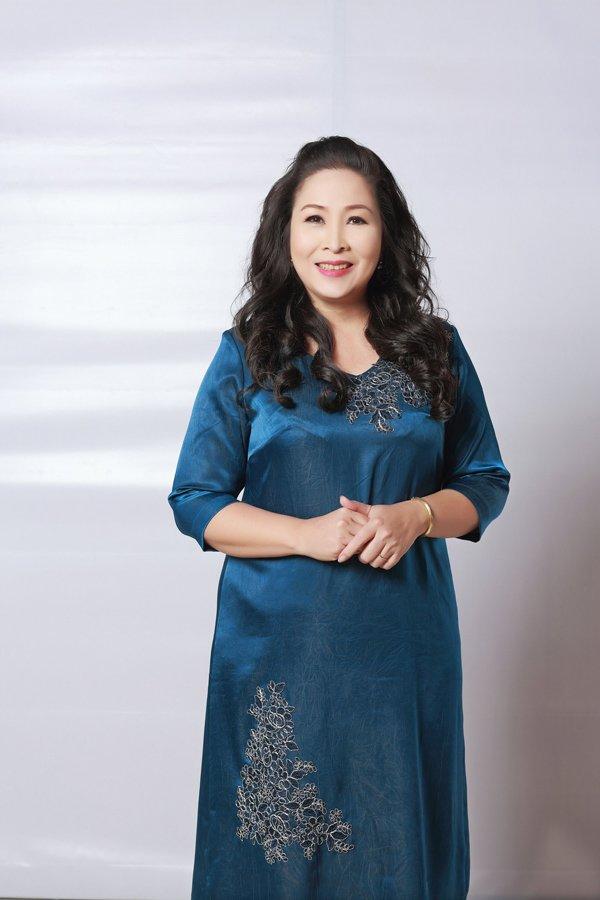 Học hỏi nghệ sĩ Hồng Vân gu thời trang giấu body thừa cân đỉnh nhất Vbiz-6