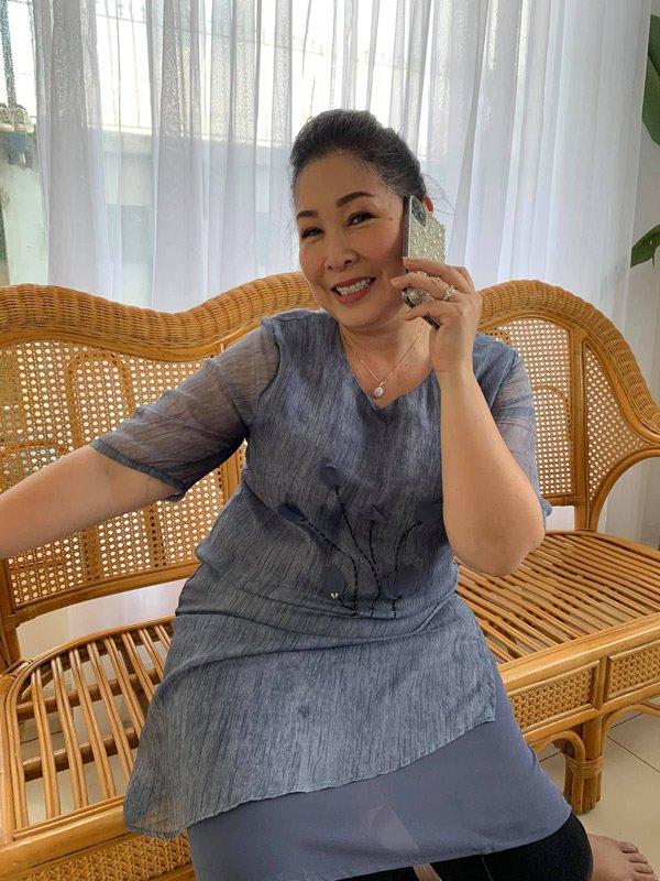 Học hỏi nghệ sĩ Hồng Vân gu thời trang giấu body thừa cân đỉnh nhất Vbiz-7