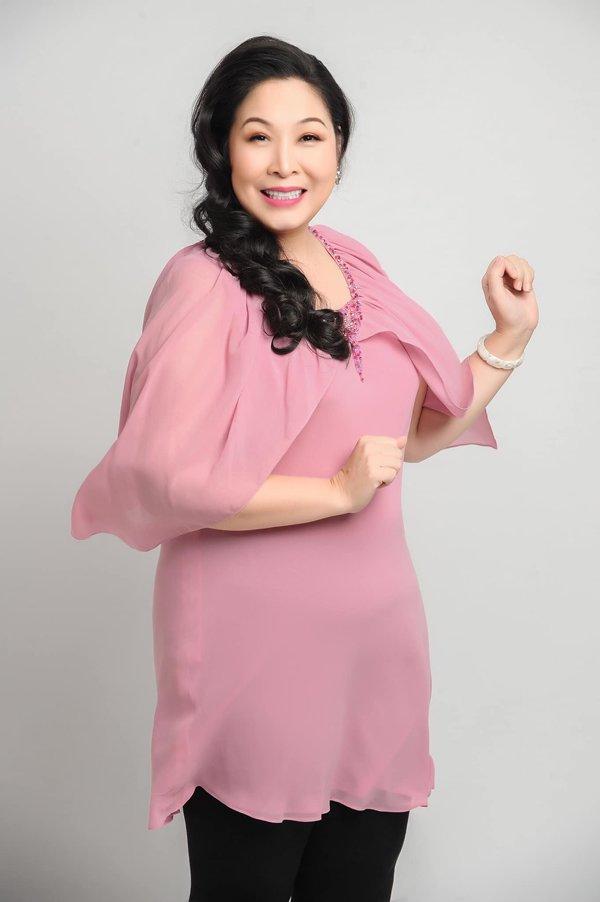 Học hỏi nghệ sĩ Hồng Vân gu thời trang giấu body thừa cân đỉnh nhất Vbiz-14