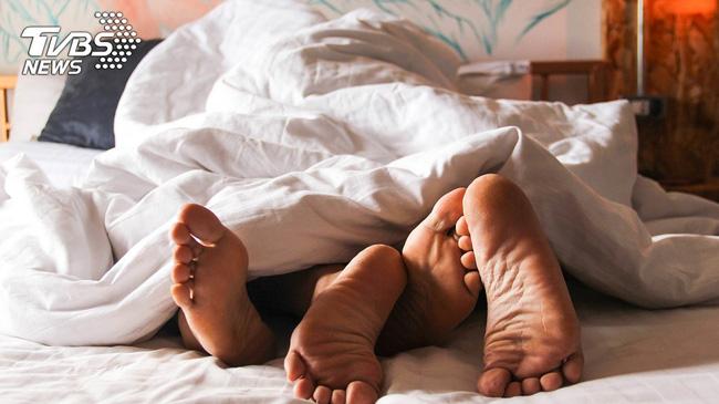 Màn vạch mặt chồng ngoại tình gay cấn lúc nửa đêm và kết quả cô vợ thu về 155 triệu-1