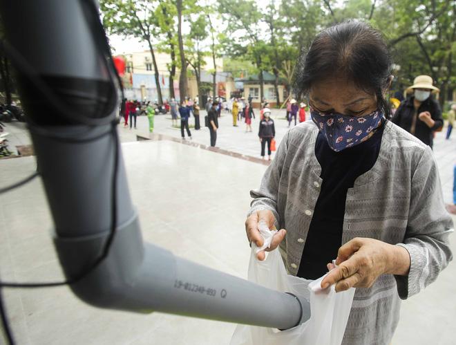 Hà Nội lần đầu tiên xuất hiện máy ATM gạo miễn phí cho người nghèo-4