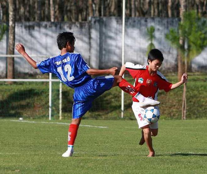 """Cầu thủ duy nhất ở Việt Nam đủ sức chơi bóng ở châu Âu""""- chàng chiến binh với nỗi đau mang nhầm thể xác-2"""
