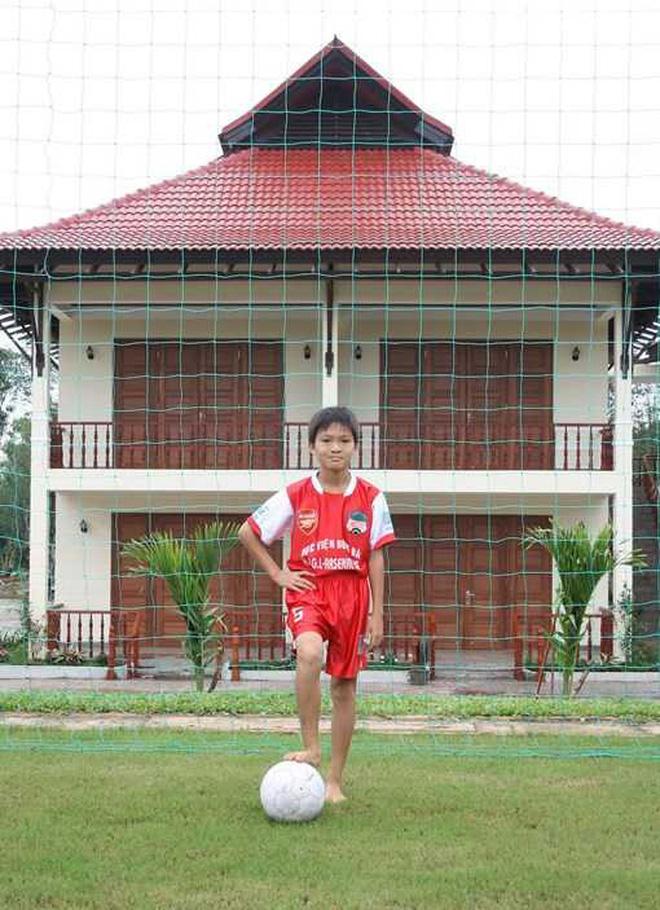"""Cầu thủ duy nhất ở Việt Nam đủ sức chơi bóng ở châu Âu""""- chàng chiến binh với nỗi đau mang nhầm thể xác-3"""
