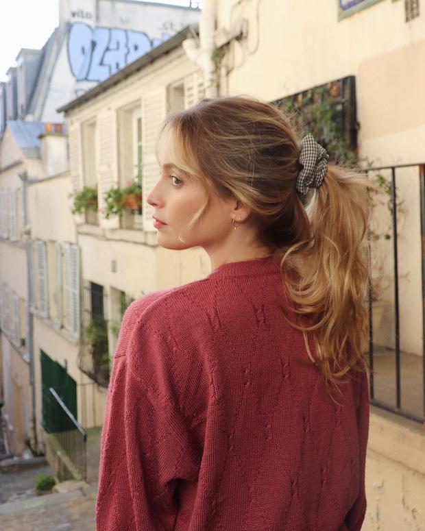 Phụ nữ Pháp có 3 cách buộc tóc để diện mạo luôn tươi mới và toát lên vẻ tao nhã, sang trọng-1