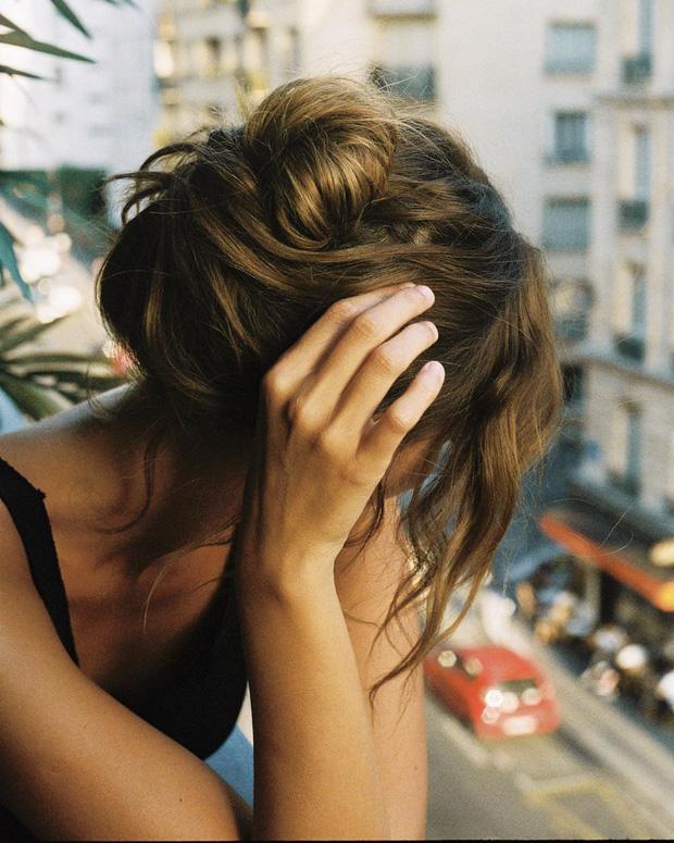 Phụ nữ Pháp có 3 cách buộc tóc để diện mạo luôn tươi mới và toát lên vẻ tao nhã, sang trọng-10