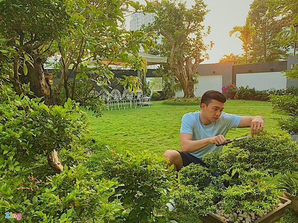 Quyền Linhvà nhiều sao Việt chăm vườn trái cây khi về quê-2