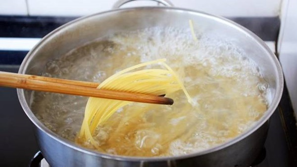 Tự làm Mỳ Ý kem hải sản, giàu dinh dưỡng, vị ngon như ngoài hàng-3