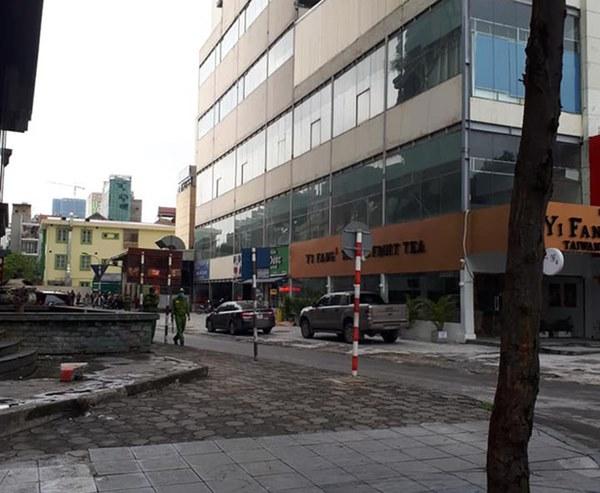 Hà Nội: Bàng hoàng phát hiện 1 người phụ nữ rơi từ tầng cao khu vực siêu thị Big C Hà Đông xuống đất tử vong-1