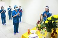 Bố mất, nữ điều dưỡng lập bàn thờ chịu tang ở khu cách ly COVID-19