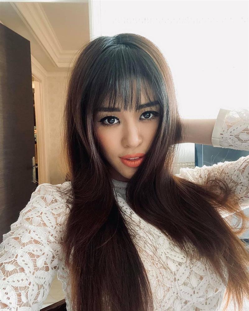 Hoa hậu Khánh Vân trẻ ra ít nhất 3 tuổi nhờ thay đổi cách trang điểm mắt, chị em cũng nên rút kinh nghiệm ngay-3