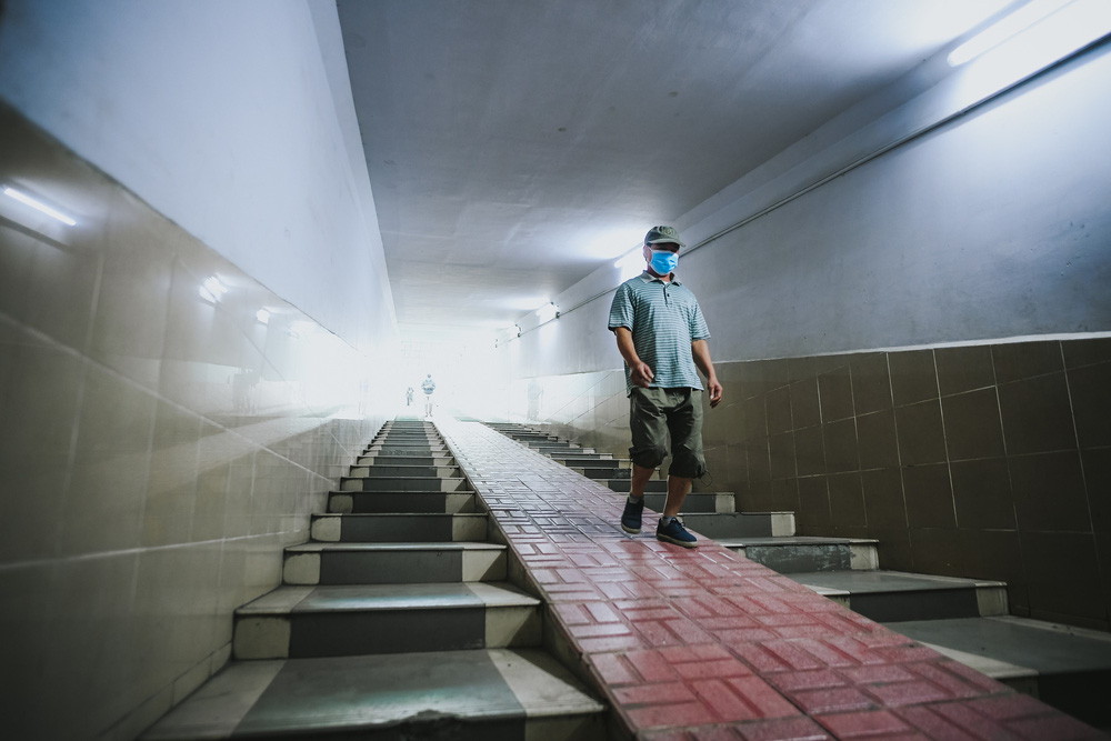 Người dân Hà Nội đổ xuống hầm đi bộ tập thể dục, lực lượng chức năng khản giọng thuyết phục mới chịu về nhà-2