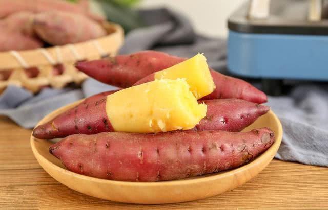 Hấp khoai lang dùng nước nóng hay lạnh, đầu bếp mách cách làm đúng giúp khoai ngọt mềm-2