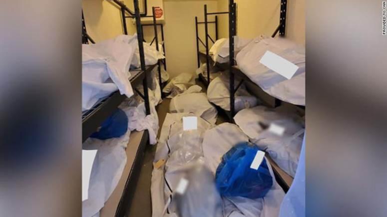 Hình ảnh tang thương tại một bệnh viện Mỹ giữa đại dịch Covid-19: Thi thể chất chồng, phải trữ trong phòng trống vì nhà xác đã quá tải-2