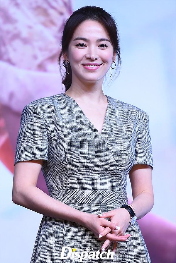 Song Hye Kyo trẻ hơn xưa bao nhiêu là nhờ loạt công thức diện đồ sau, choáng nhất là chuyện cô chẳng ngán mặc crop top khoe eo-4