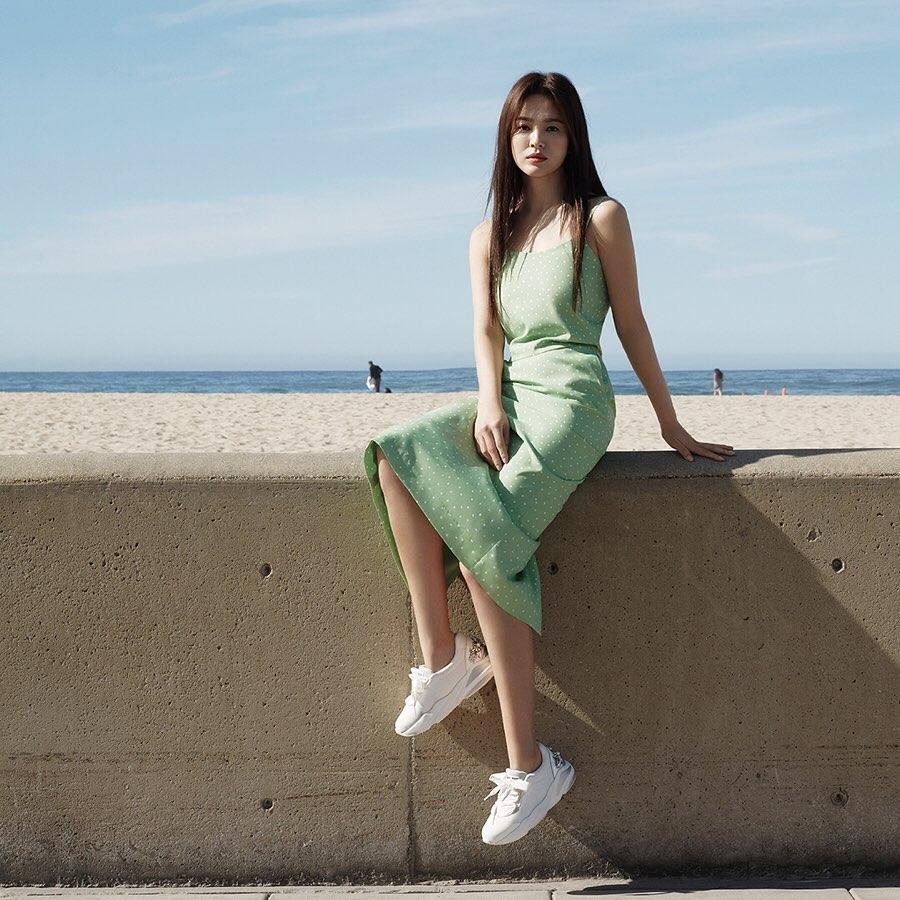 Song Hye Kyo trẻ hơn xưa bao nhiêu là nhờ loạt công thức diện đồ sau, choáng nhất là chuyện cô chẳng ngán mặc crop top khoe eo-7