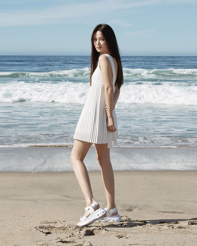 Song Hye Kyo trẻ hơn xưa bao nhiêu là nhờ loạt công thức diện đồ sau, choáng nhất là chuyện cô chẳng ngán mặc crop top khoe eo-9