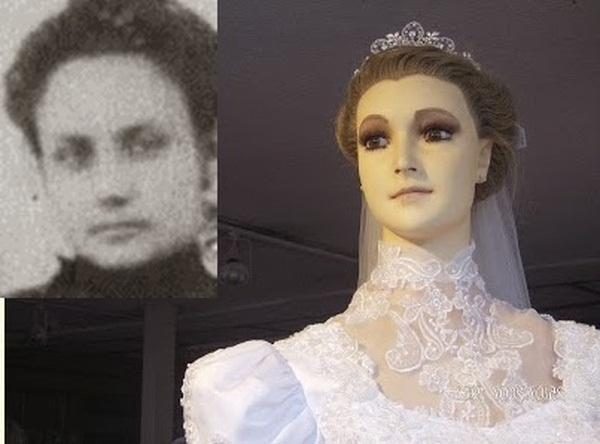 Bí ẩn về ma nơ canh chân thật đến rợn người của cửa hàng áo cưới, bị đồn là xác ướp của con gái người chủ và có thể di chuyển-4