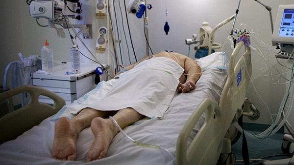 Tôi đã khóc rất nhiều: Các bác sĩ rơi lệ nhìn bệnh nhân qua đời trong bất lực, hé lộ điều tàn nhẫn nhất mà Covid-19 mang tới-4