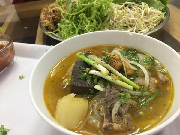 Công thức tự nấu bún bò Huế chuẩn vị, thơm ngon nhức nhối tại nhà-7