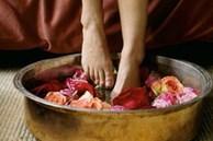 Người phụ nữ đột nhiên tử vong sau khi ngâm chân trong nước ấm, 3 nhóm người sau nhất định cần thận trọng khi ngâm chân trong nước ấm