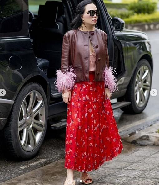 Phượng Chanel lại tấu hài với bộ cánh như đi diễn tuồng-1