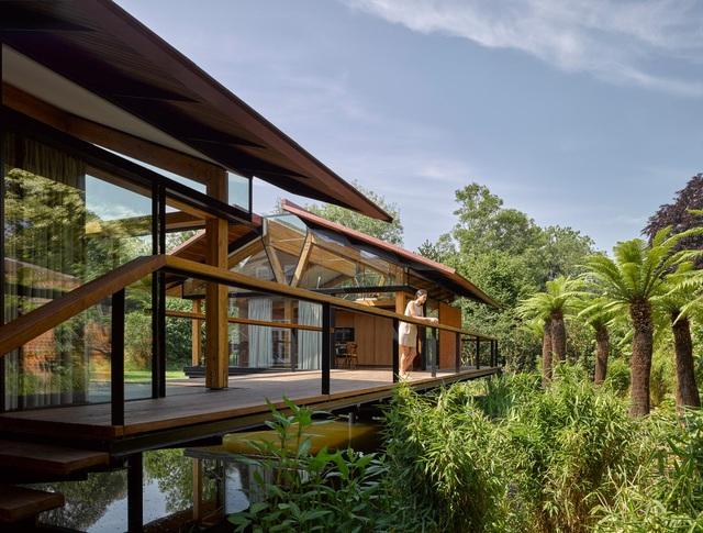 """Ngôi nhà nằm giữa hồ với mái nhà chẻ đôi"""": Sáng đón nắng, đêm ngắm sao-1"""