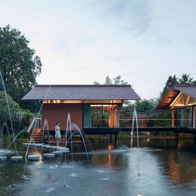 """Ngôi nhà nằm giữa hồ với mái nhà chẻ đôi"""": Sáng đón nắng, đêm ngắm sao-3"""