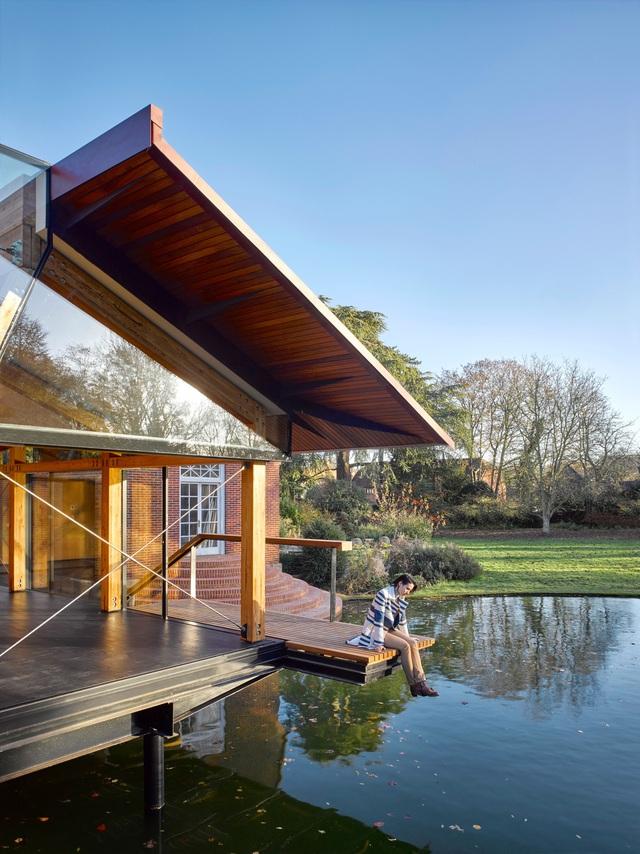 """Ngôi nhà nằm giữa hồ với mái nhà chẻ đôi"""": Sáng đón nắng, đêm ngắm sao-5"""