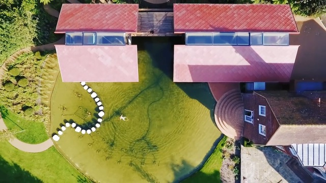 """Ngôi nhà nằm giữa hồ với mái nhà chẻ đôi"""": Sáng đón nắng, đêm ngắm sao-7"""