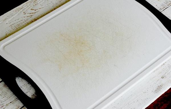 Biến thớt nhựa chằng chịt vết trầy xước thành trắng tinh như mới trong chưa đầy 1 phút-1