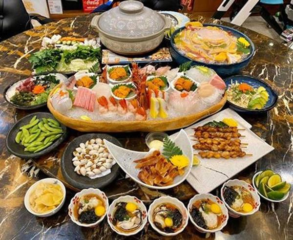 Siêu mẫu Ngọc Thạch giờ thành mẹ đảm, nấu ăn mùa dịch bị trêu Lượm hình trên mạng-3