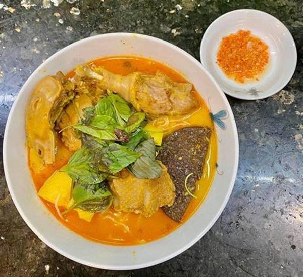 Siêu mẫu Ngọc Thạch giờ thành mẹ đảm, nấu ăn mùa dịch bị trêu Lượm hình trên mạng-4