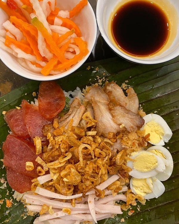 Siêu mẫu Ngọc Thạch giờ thành mẹ đảm, nấu ăn mùa dịch bị trêu Lượm hình trên mạng-5