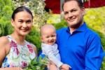 Vợ đại gia nhắc lại chuyện tình 20 năm trước với chồng cũ Hồng Nhung khi cắt tóc cho ông xã-4
