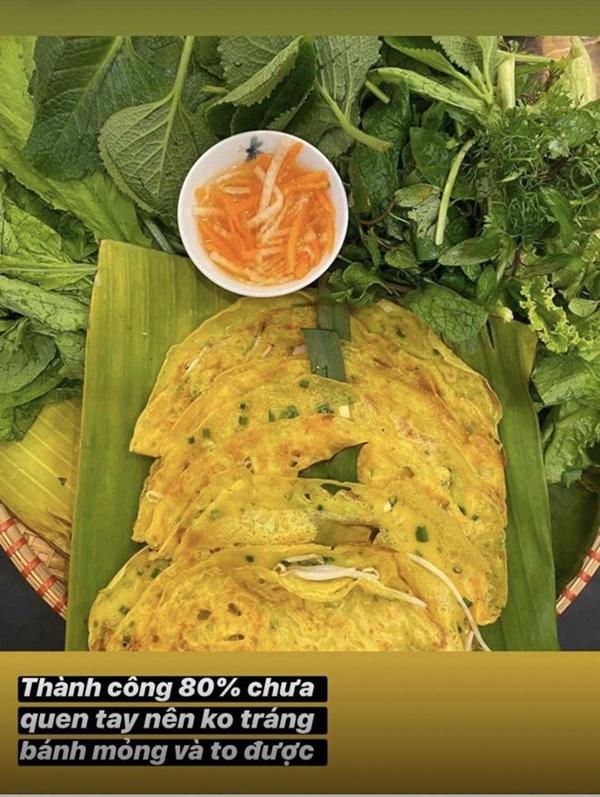 Siêu mẫu Ngọc Thạch giờ thành mẹ đảm, nấu ăn mùa dịch bị trêu Lượm hình trên mạng-7