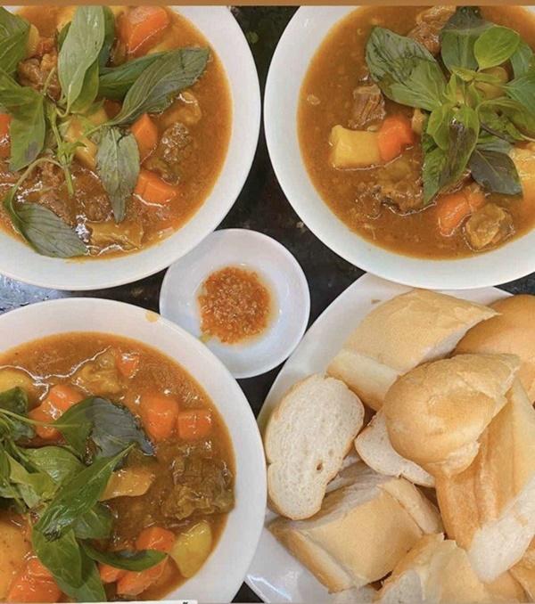 Siêu mẫu Ngọc Thạch giờ thành mẹ đảm, nấu ăn mùa dịch bị trêu Lượm hình trên mạng-13