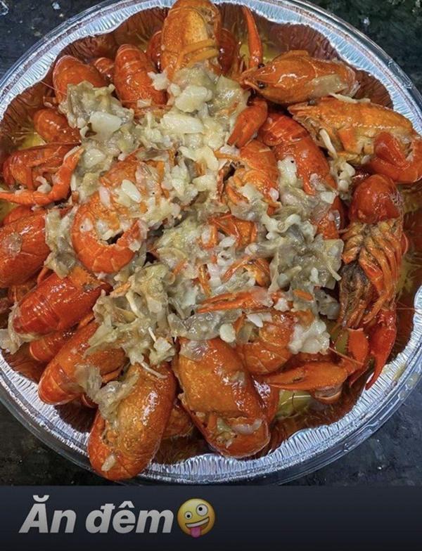 Siêu mẫu Ngọc Thạch giờ thành mẹ đảm, nấu ăn mùa dịch bị trêu Lượm hình trên mạng-15