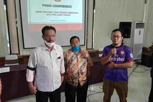Sợ lây bệnh, dân làng Indonesia không cho chôn cất nữ y tá qua đời vì nhiễm Covid-19-3