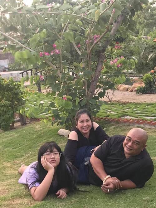 Sao Việt khoe vườn: NSND Hồng Vân nuôi gà, Quốc Thuận có nhà xum xuê cây-1
