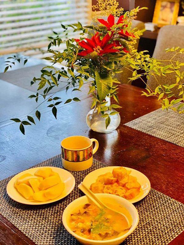 Sao Việt khoe vườn: NSND Hồng Vân nuôi gà, Quốc Thuận có nhà xum xuê cây-9