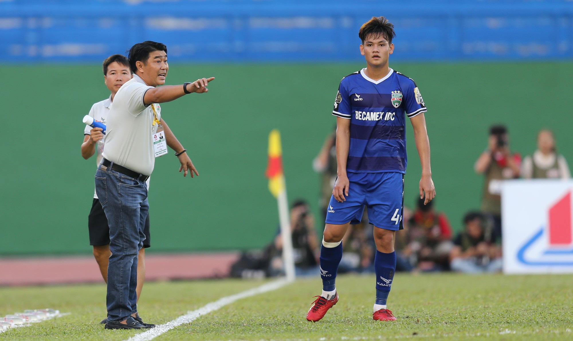 Những tuyển thủ Việt Nam biến mất sau bàn thắng để đời: Người giải nghệ ở tuổi 22, người bị cấm thi đấu vĩnh viễn-3