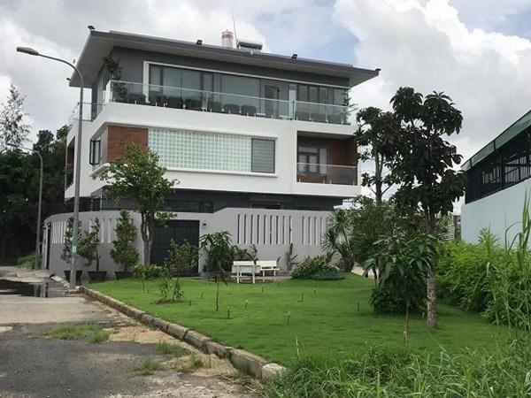 Trước khi rao bán nhà giữa dịch COVID-19, vợ chồng MC Ốc Thanh Vân - Trí Rùa giàu có thế nào?-2