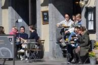 Ca tử vong vượt 1.000, Thụy Điển vẫn chống dịch 'ngược chiều thế giới'