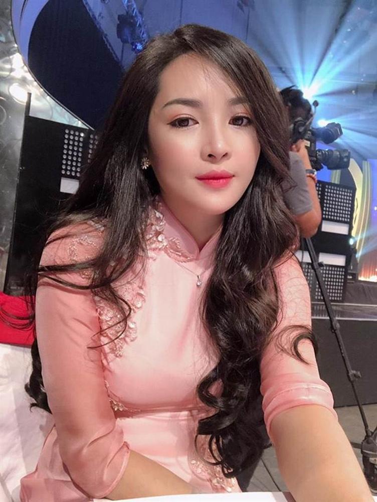 Ngoại hình thay đổi khó tin của hotgirl thẩm mỹ Vũ Thanh Quỳnh sau 5 năm dao kéo-6