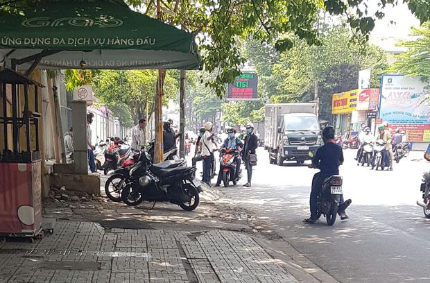 Truy tìm người đi xe máy chở bao tải chứa thi thể người ở Sài Gòn-2