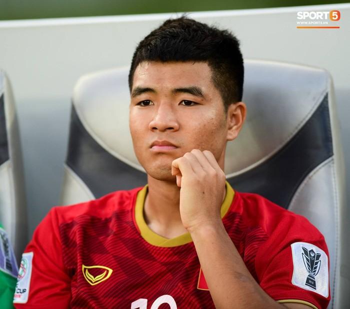 Chuyện tóc tai mùa dịch của cầu thủ: Đức Chinh cố thủ không để thầy cắt tóc, bất ngờ với Đình Trọng râu ria xồm xoàm-3