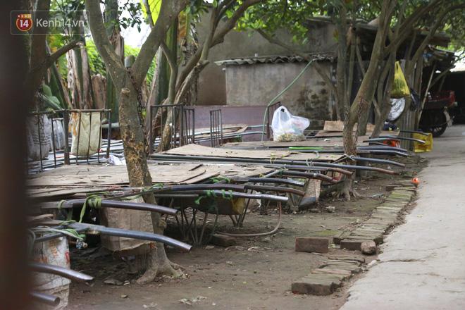 Nỗi niềm của những người lao động nghèo chơi vơi giữa Hà Nội vì đại dịch Covid-19: Sống nhờ gạo cứu trợ, cá ươn đi xin-4
