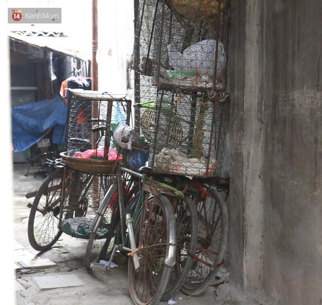Nỗi niềm của những người lao động nghèo chơi vơi giữa Hà Nội vì đại dịch Covid-19: Sống nhờ gạo cứu trợ, cá ươn đi xin-5